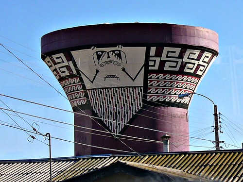 On the way to the Elqui Valley we passed this modern water tower, decorated in the style of the ancient inhabitants of the area.