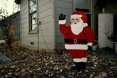 Creepy Claus (BurlapZack) Tags: santa christmas holiday yard cutout holidays texas tx santaclaus frontyard denton 1755 dentontexas canoneos30d canonefs1755mmf28isusm