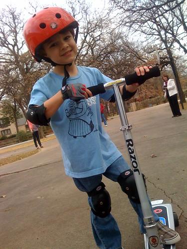 Razor Carvr kick scooter skateboard picture