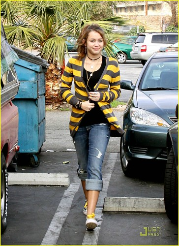 miley-cyrus-family-paty-lunch-05