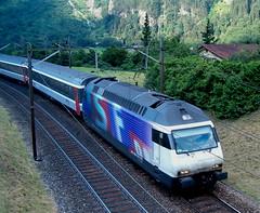 SLMNr 5509 : SBB Re 460 032 - 6 SF DRS oberhalb Erstfeld , Kanton Uri , Schweiz (chrchr_75) Tags: train de tren schweiz switzerland suisse swiss eisenbahn railway zug sbb 420 66 locomotive re christoph chemin 44 centralstation uri fer locomotora tog ffs juna bundesbahn lokomotive lok 620 ferrovia 460 spoorweg gotthard suissa locomotiva lokomotiv ferroviaria cff  re460 locomotief kanton chrigu  rautatie svizerra  schweizerische zoug trainen  gotthardbahn chrchr hurni nordrampe chrchr75 bundesbahnen chriguhurni re4600326 albumsbbre460