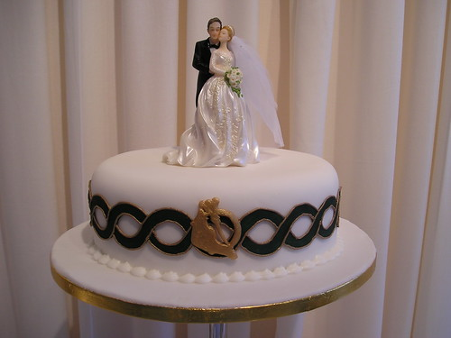 Tyshas Blog Oval Celtic Wedding Cake Close Up Of The Top Tier Of Our Celtic 3 Tier With