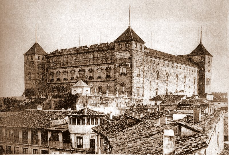 Alcázar de Toledo hacia 1880 con el depósito de la elevadora de aguas