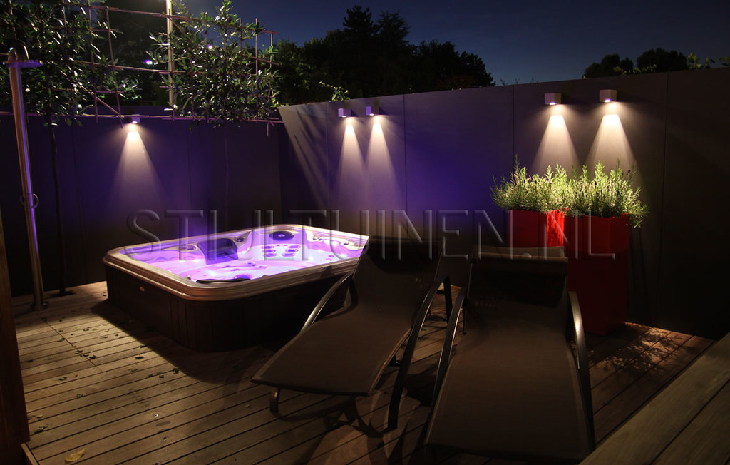 wellness tuin buitendouche buitenspa jakuzzi vlonder steeneik verlichting