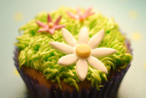Vegan Easter Grass Cupcake with fondant flowers by ☆Kevegan☆.