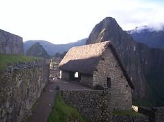 Casa di Machu Picchu (Grabby Walls) Tags: travel peru machu picchu inca cuzco america cusco south valle perù sacra viaggi viaggio sud sagrado blueribbonwinner viaggiare qosqo abigfave diamondclassphotographer flickrdiamond theunforgettablepictures goldstaraward absolutelystunningscapes grabbywalls