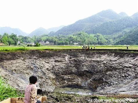 Water disappears from pond prior to Sichuan Earthquake.