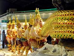 tag of war (Devas) (chromax) Tags: devas suvarnabhumiairport samudramanthan thechurningoftheoceanofmilk thailand2008 buddhisthindumyth vasukithekingofserpents