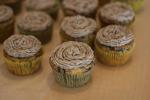 frosted cookies 'n' cream cupcakes