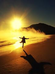 or am i losing my mind (André Lui Bernardo) Tags: ocean shadow sea sun sunlight beach topf25 yellow brasil topf50 marine group shoreline spooky vision shore santacatarina 2008 topf100 garopaba themoulinrouge junho andrébernardo ©andrébernardo wwwandrebernardocom