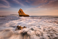 DYNAMIC VISTA (Edwin_Martinez) Tags: ocean sunset sea landscape coast rocks philippines filipino batangas pinoy pinas nasugbu canon1022mm canon30d hcpphotogs singhrayreversegrad