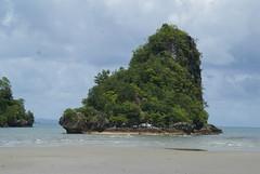 Thailand: Krabi (patrikmloeff) Tags: ocean travel sea mer beach clouds strand thailand reisen asia asien meer sony wolken thalande grn plage k