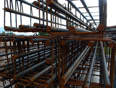 Steel web (Dave_S.) Tags: metal suomi finland point grid wire nikon rust iron mesh steel web rusty rail poles finnish vanishing rods twop d60 receeding reinforcing reinforcement koria persepective nikond60