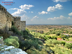 fields of... (bozenqa©) Tags: summer españa castle landscape spain ruins rocks view paisaje arabian oldtown trujillo extremadura 5photosaday abigfave platinumphoto bozenqa
