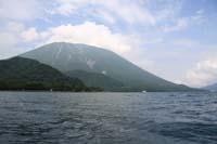中禅寺湖から見た男体山