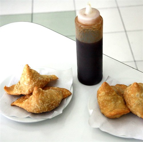 samosas with tamarind sauce