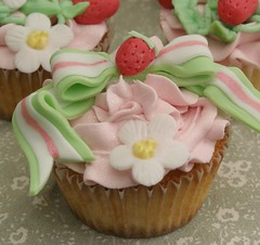 Strawberry Shortcake Cupcake (Grace Stevens) Tags: birthday pink girls cupcakes pretty hats strawberries capetown strawberryshortcake gracescakes