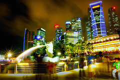 Heart of Singapore (Filan) Tags: longexposure tourism skyline bulb marina fun photography hongkong 1 twilight singapore kiss heart grand tourist casino prix citylights formula bluehour sands countdown casinoroyale distillery merlion goldenhour touristspot pictureperfect singapura mbs skypark singapor