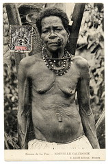 A Wise Old Woman In New Caledonia (1907) (postaletrice) Tags: new old portrait people blackandwhite bw woman france blancoynegro tom collier geotagged island photography blackwhite necklace mujer photographie pacific noiretblanc retrato postcard femme pipe vieja sage smoking peoples vintagepostcard wise postal aged collar anciana fumar francia nueva colliers isla nouvelle caledonia sabia pipa pacfico indigenous necklaces caillou ancienne ethnography collares ethnology fotografa clich noumea fumando caledonie melanesia cartepostale cpa outremer vielle kanak kanaky caldonie tarjetapostal nouma etnografa ethnographie cartepostaleancienne postalantigua canaque lafoa lle geo:lon=1658188 geo:lat=217211