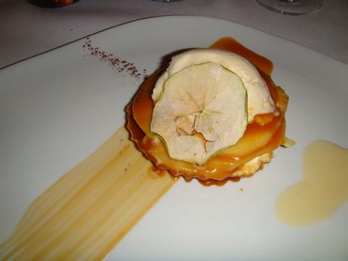 Tosta de queso con manzana y helado de vainilla