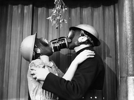 Kissing under the mistletoe, december 1940