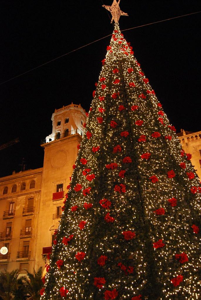 Arbol de Navidad en el Ayuntamiento de Alicante