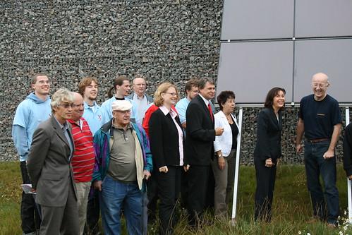 Andrea Ypsilanti an der Lärmschutzwand in Bürstadt