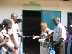 Dulcie cuts the ribbon