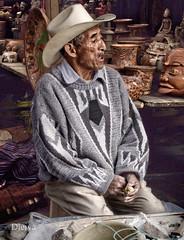 Artesano en el mercado de Chichi (Guatemala) (dleiva) Tags: maya guatemala mercado chichicastenango centroamerica artesano