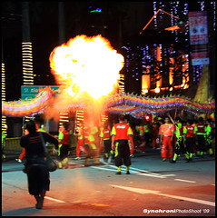 Chingay Parade ´09 - Fire performer from Singapore Dragon & Lion Athletic Association