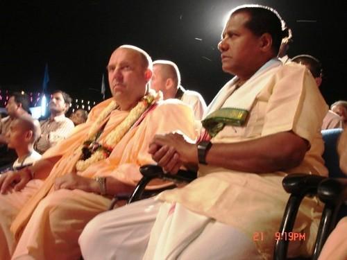 H H Jayapataka Swami in Tirupati 2006 - 0061 por ISKCON desire  tree.