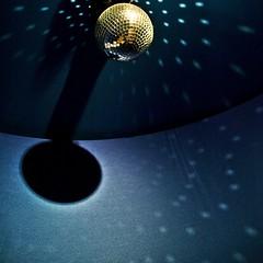 wo licht... (bleibt fr dich) Tags: blue light shadow square disco licht blauw angle blau schaduw schatten discokugel blickwinkel ansichtssache stillgottheblues kwadratisch