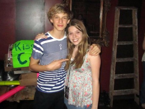 The worlds best photos of alli and cody flickr hive mind cody simpson girlfriend codysimpsonbiggestfan tags cute fan hug waiting tour with cody simpson m4hsunfo