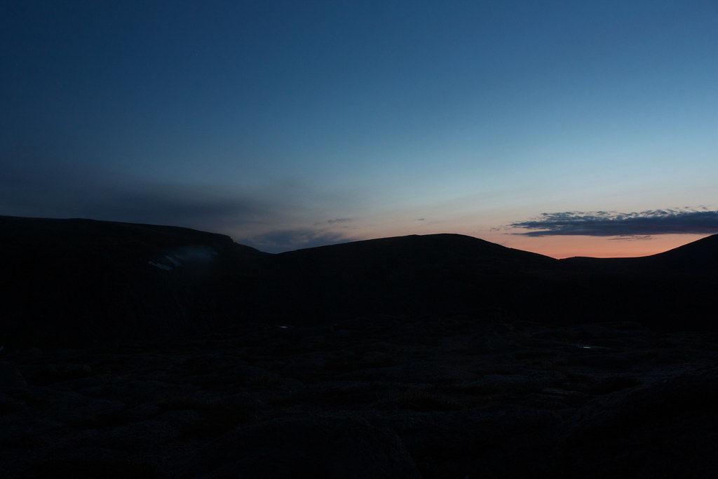 Faint noctilucent clouds over the Northern Corries