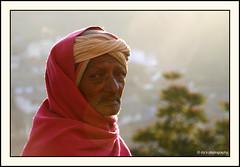 streets of valparai (Diji's Photography) Tags: portrait india closeup canon eos dslr 18200 dfc valparai indianstreetphotography 400d malayalikkoottam kfm3 malayalikkottamkfm3