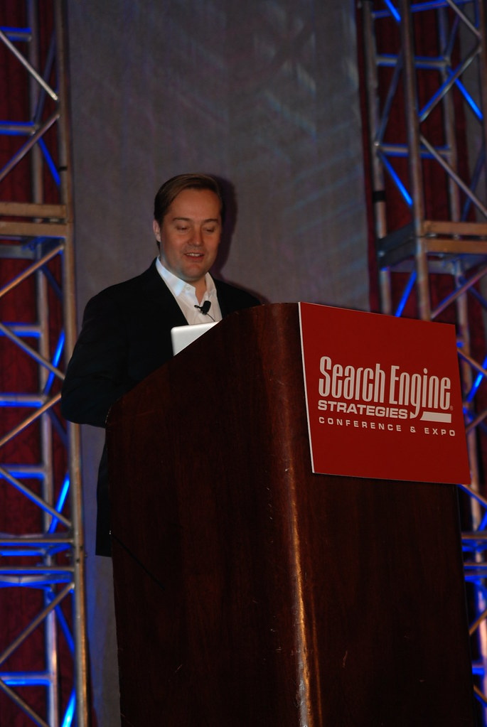 Jason Calacanis demonstrates Mahalo's new features at SES New York 2008