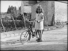 La petite fille et son vélo