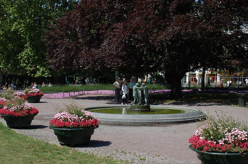 広場も花でいっぱい