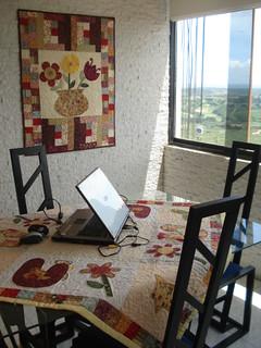 Assim é meu atelier , sala de internet, de jantar, etc....... aqui em Puerto Ordaz...