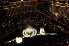 THE BELLAGIO, THE DANCING FOUNTAINS