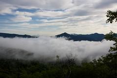 雲海越しに見る屏風岳
