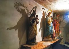 El banquillo del equipo local (Leandro MA) Tags: iglesia sombra santos virgen reparacin puenteviesgo leandroma