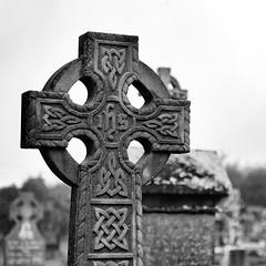 Eire #8 (S amo) Tags: irish cemetery grave catholic cross tomb eire burren churchyard celtic celt croix irlande tombe celte catholique bhoireann
