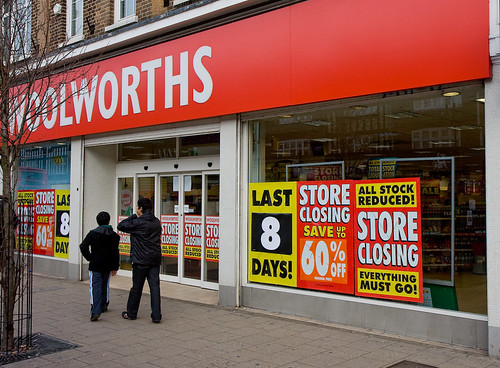 Woolworths New Malden the Last Days (cc) Fred Dawson @ flickr