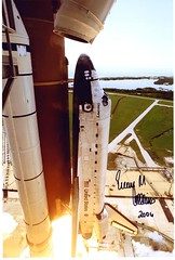 STS-114 / COLLINS KELLY NOGUCHI ROBINSON THOMAS LAWRENCE CAMARDA / DISCOVERY (famille.sebile) Tags: lawrence thomas space astronaut nasa collection shuttle kelly launch noguchi eileen collins discovery robinson cosmonaut autographe iss esa signed docking astronaute sts114 cosmonaute cnes camarda autograh