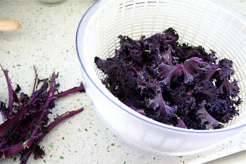 preparing kale chips