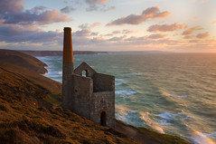 Towanroath (Julian_B) Tags: sunset seascape coast mine cornwall tinmine stagnes enginehouse towanroath whealcoates cornishsunsets britishseascapes guasdivinas