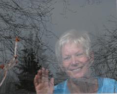 Bonjour... de R-Ange (anjoudiscus) Tags: window glass canon jean souvenir 2008 avril sourire voile fenêtre bonjour bonheur vitre anjou réflexion canonpowershota720is powershota720is roseange boisdecoulnge
