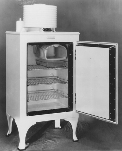 GE Monitor-top Refrigerator, 1932