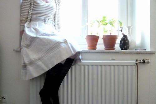 och lila balsaminer i fönstret...